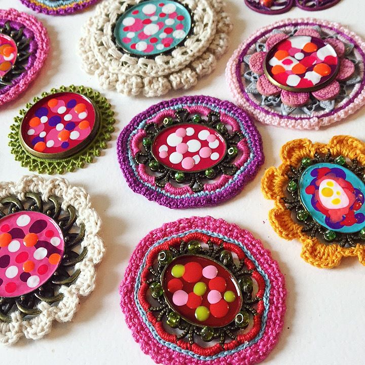 Broches au crochet en devenir