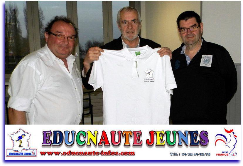 """Au centre Mr Michel DESBOIS """"Président de la FFPJP"""", à droite Mr Laurent ROUGIER """"Président de la Commission des Jeunes FFPJP"""", et à gauche Mr Alain JUILLA """"Président de l'Association EDUCNAUTE-INFOS"""""""