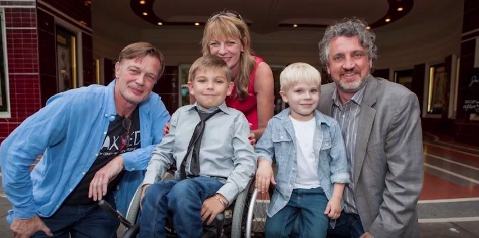 Dr Wakefield, le petit garçon de Josh, Polly, le deuxième petit fils de Josh, Del Bigtree (réalisateur du film VAXXED)