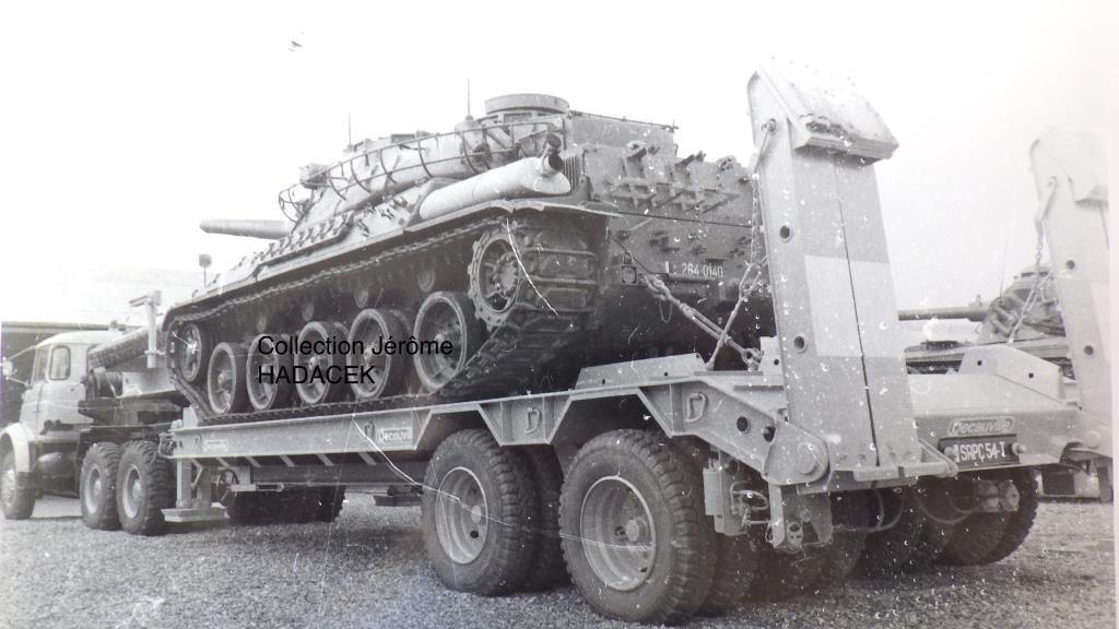 Essais avec une remorque DECAUVILLE noté sur la plaque SRPC 54 T : semi-remorque porte-char 54 tonnes