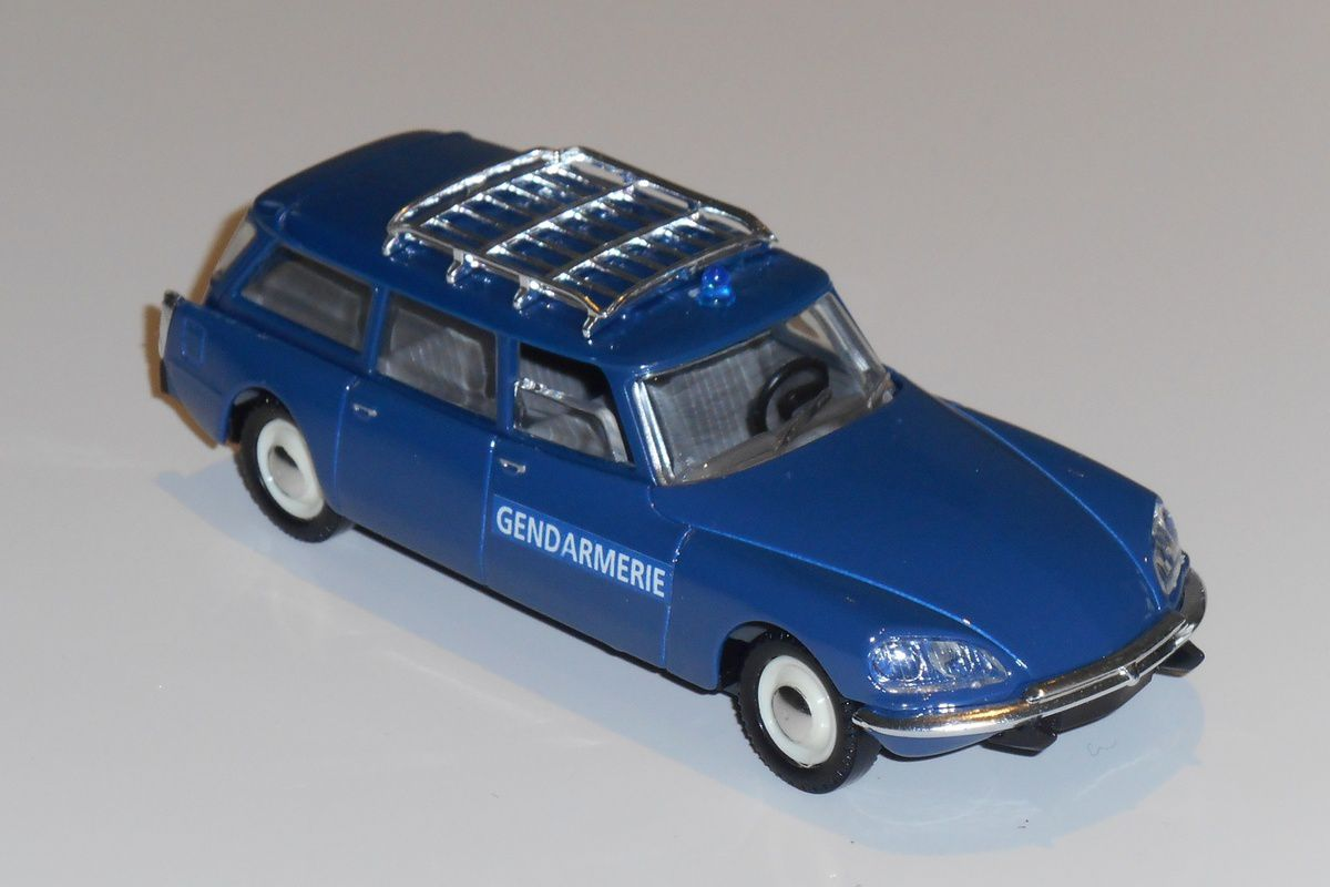 Citroën DS 21 break au 1/43 Solido/Verem (Rérf : V382) sortie en 2005.