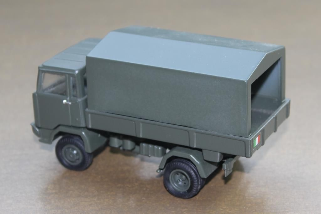 Cette miniature, comme toutes les miniatures Old Cars, a vieilli et ne correspond plus aux standards de la production d'aujourd'hui mais elle fait figure de collector...
