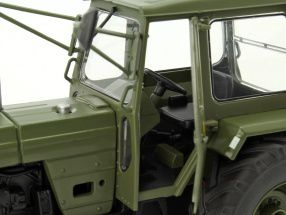 "Tracteur Fortschritt ZT 303  ""NVA"" au 1:32 (Schuco)"