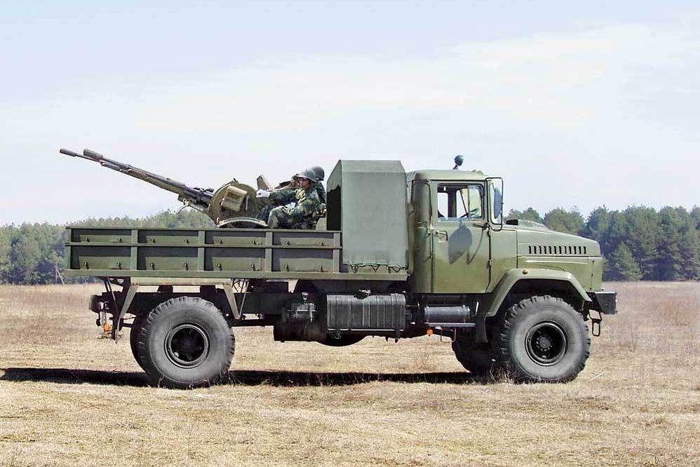 Camion  KRAZ 260 4x4 avec canon anti-aérien ZU-23-2 au 1/43 (Par Hervé C.)