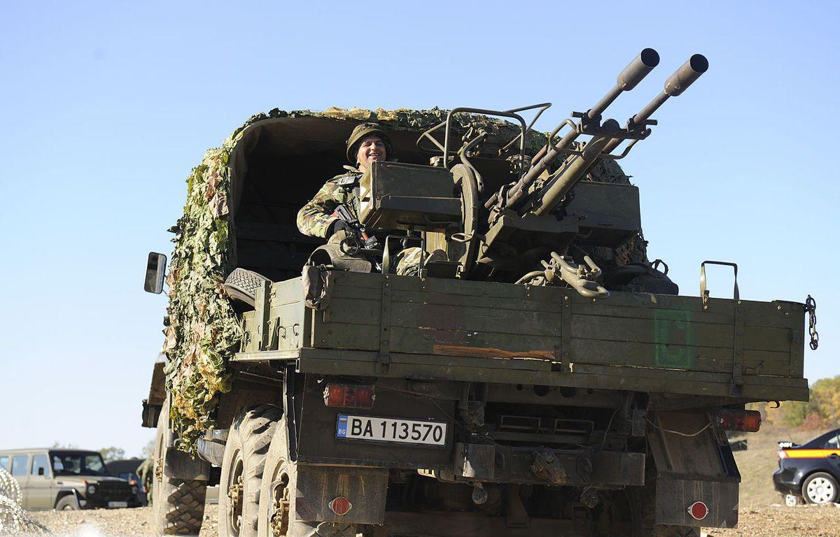 Le GAZ 66 avec canon anti-aérien ZU-23-2 sur plateau cargo