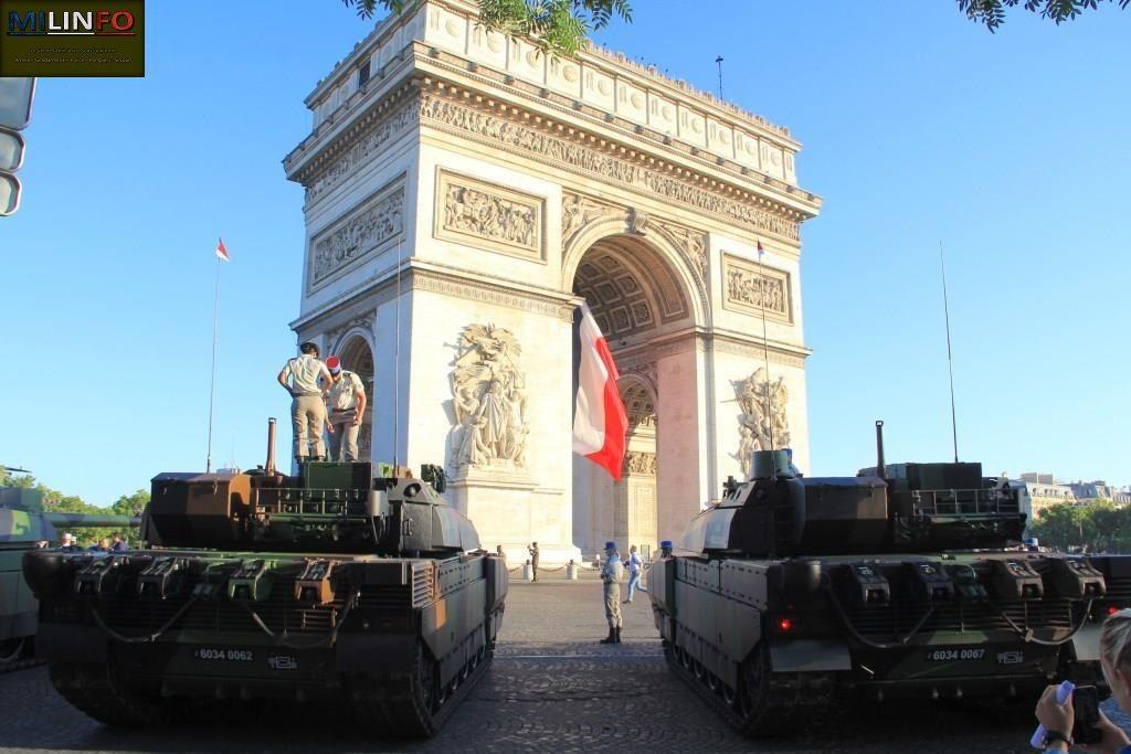 Sa majesté le Leclerc que les pavés parisiens n'aiment guère voir circuler...