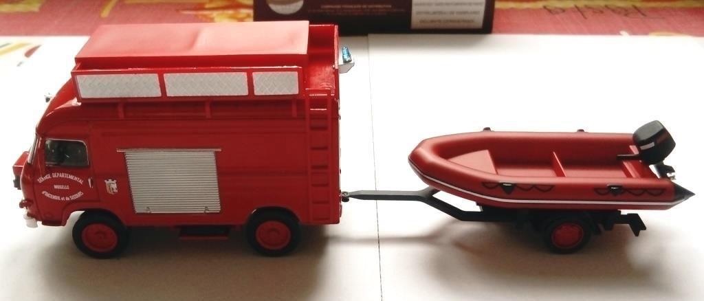 Saviem TP3 ambulance au 1/43 (Direkt/Ixo)