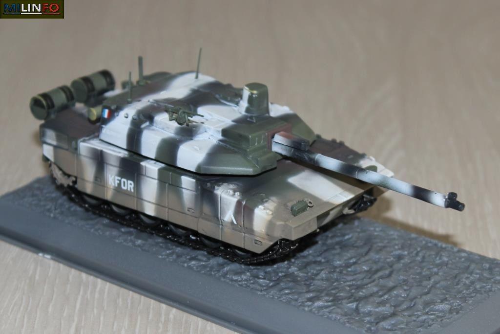 La miniature photographiée à sa sortie de boîte : Solido a fait l'effort de soigner la décoration de ce Leclerc de la KFOR