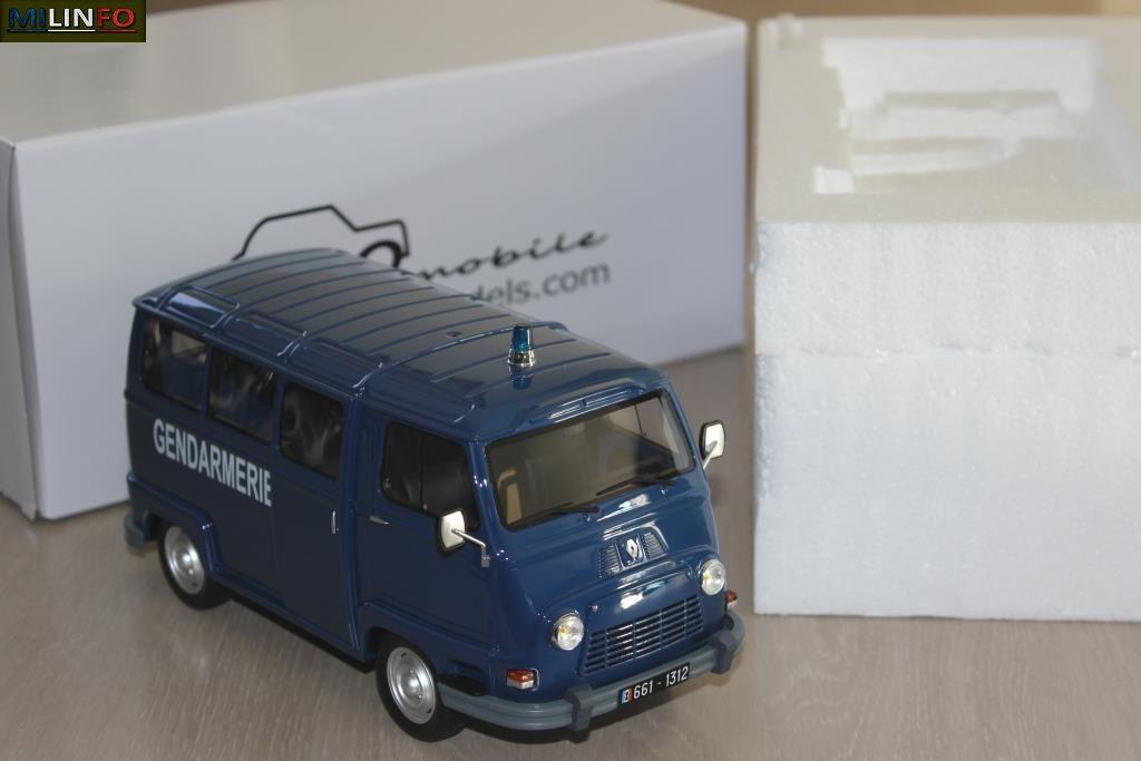Diaporama 3 : l'antenne et un logo Renault sont fournis dans la boîte...