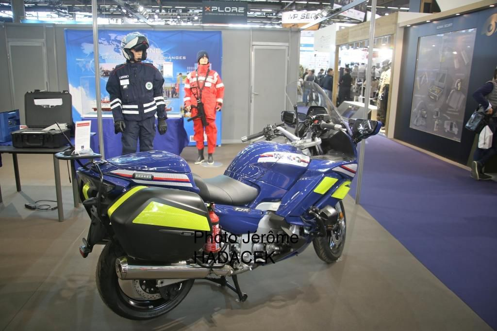 Yamaha équipe les douanes avec un deux roues similaire et commun à la gendarmerie et la Police