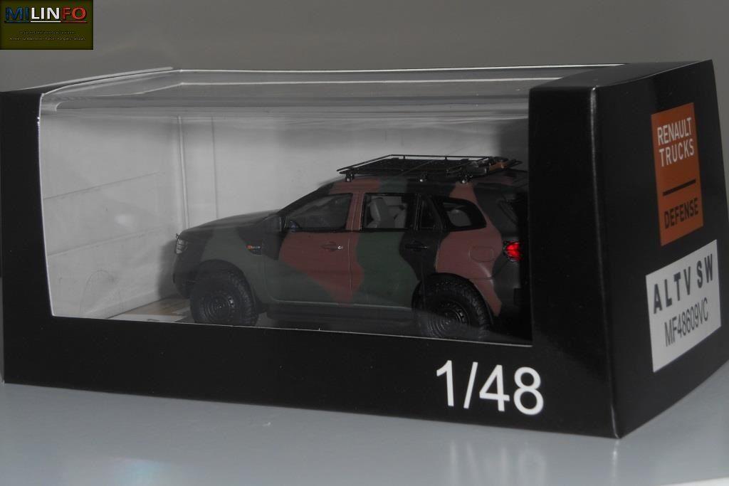 La miniature est présentée dans une boîte-vitrine avec surboitage cartonné noir estampillé Renault Trucks Defense