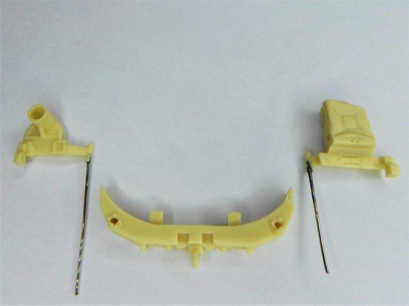 Rendre les 2 supports de roue de secours et jerrican fonctionnels...