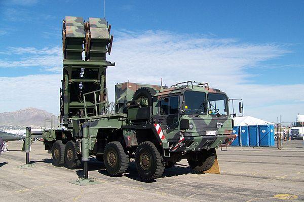 Camion MAN 15 t gl BR KAT I A1 Missiles Patriot au 1/50 (base Conrad)