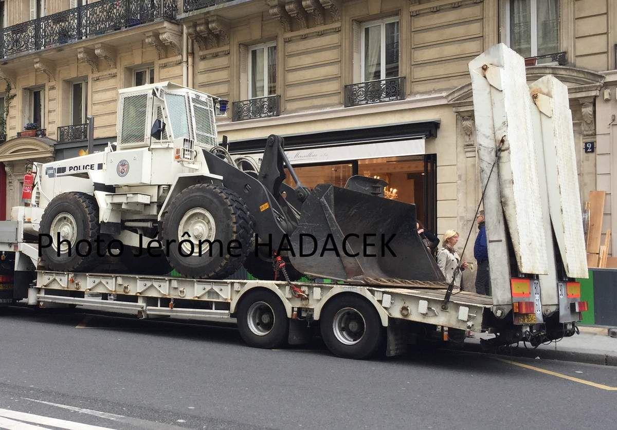 Véhicules&matériels : Renault G260 et chargeur Volvo L90C de la Police (par Jérôme Hadacek)