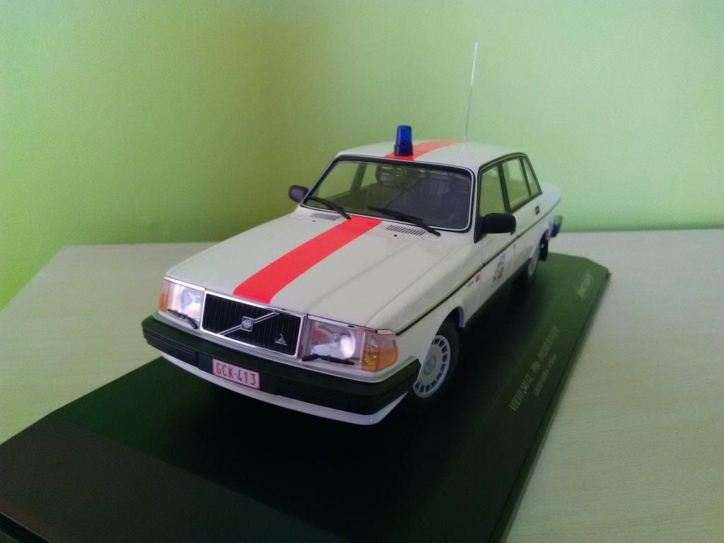 Volvo 240 gendarmerie belge au 1/18 (Minichamps) par Frédéric M.