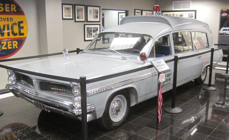 Packard Henney et Pontiac Bonneville ambulance de l'US Navy au 1/43 (Brooklin/Kess)