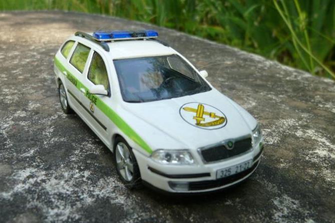 Skoda Favorit et Octavia de la Police militaire tchèque au 1/43 (Abrex)