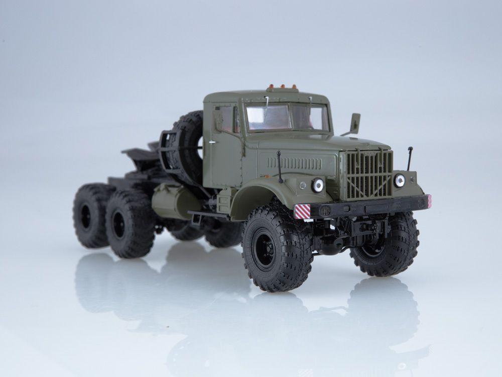 Le tracteur KRAZ-255V