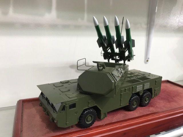 Système de défense aérienne et anti-missile de courte et moyenne Buk M2E au 1/43 (par Kamal)