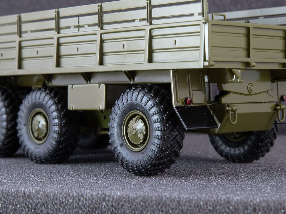 Camion lourd 8x8 ZIL-135 LM au 1:43 (Start Scale Models)