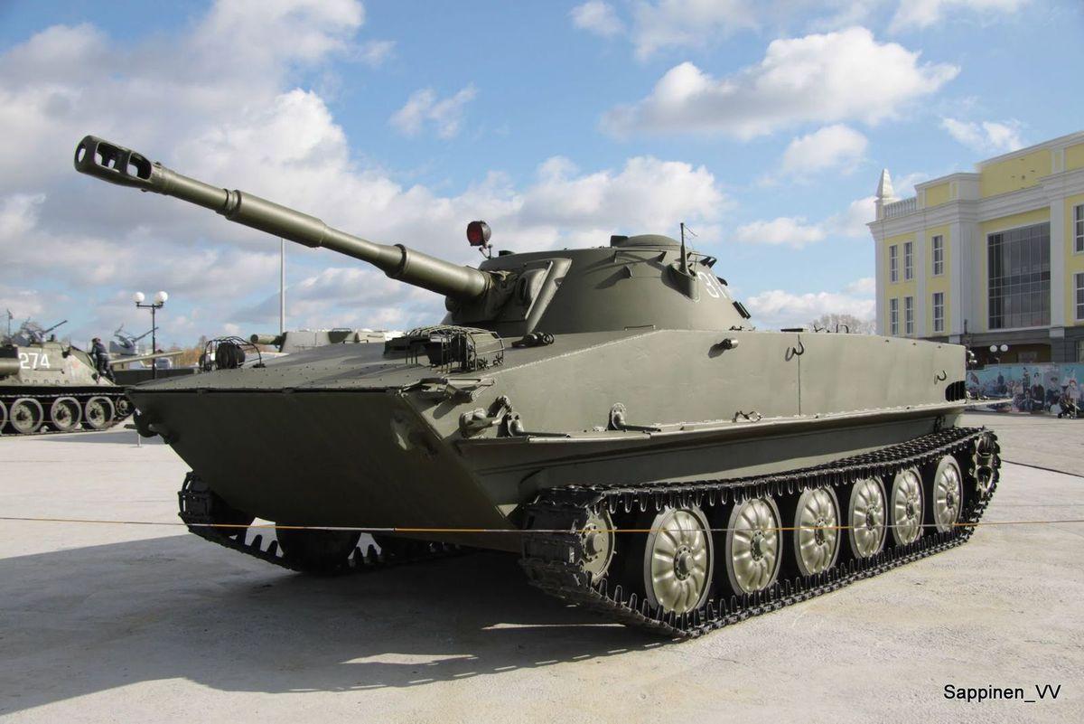Chars PT-76 de Sergeev au 1/43  et PT-76 de Solido au  1/50 (par Kamal)