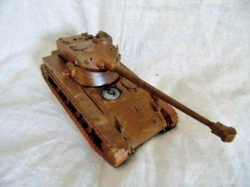 Curiosité : char AMX-13 en bois...