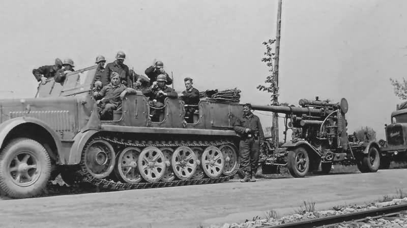 Semi-chenillé Sd.Kfz.7 et canon de 88 mm au 1/48 (par Elodie saint-Lot)