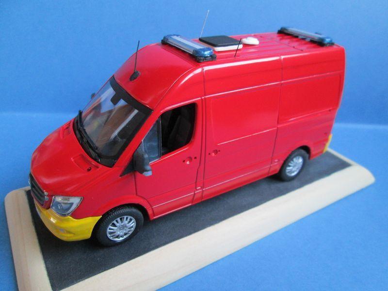 Redif : Mercedes Sprinter VSAV du BMPM au 1/43 (par Daniel Baldjian)