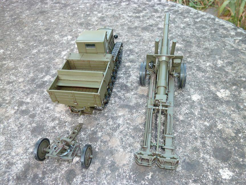 """Tracteur d'artillerie lourd """"KOMINTERN"""" + canon 152 mm au 1/43 (par Hervé C.)"""
