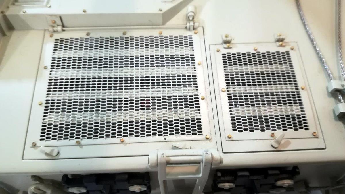 PLZ 45 - 16 - Plaques d'acces axe avant