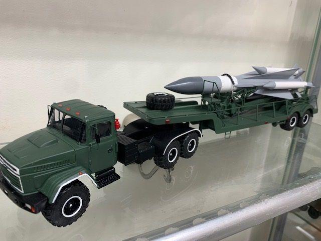 Porteur-lanceur missile C 200 au 1/43 (par Hervé C. et Kamal)