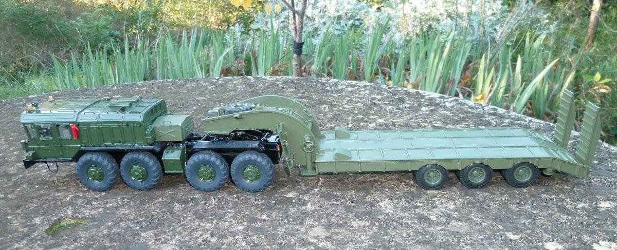 KZKT 7428 et sa remorque porte-char au 1/43 (par Hervé C.)