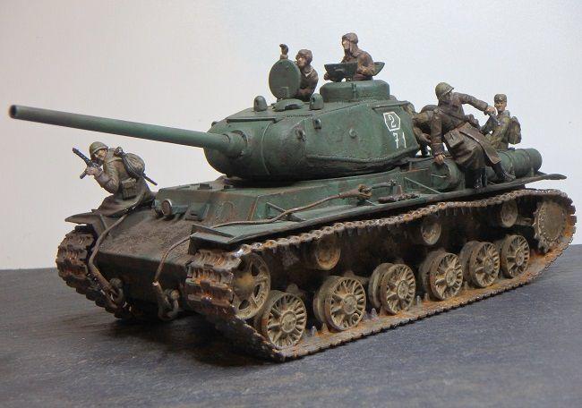 Char lourd russe KV-85 au 1/48 (par Marc H.)