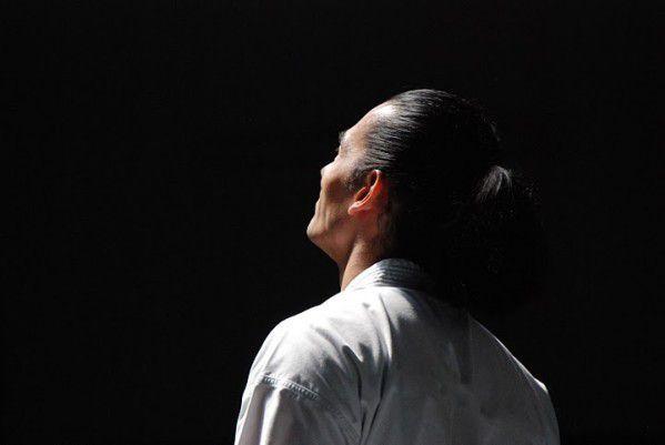 Osenseï Ueshiba Moriheï pratiquant la nuit