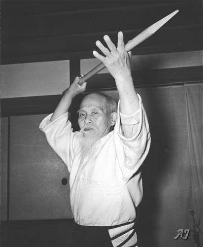 Ueshiba Moriheï utilisant une teyari
