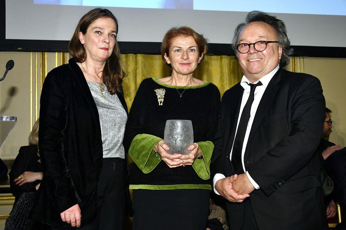 Nathalie Guillier-Tual en compagnie de Laurie Matheson, Directrice Vins et Spiritueux Artcurial et Jean-Marc Gaucher, PDG de Repetto