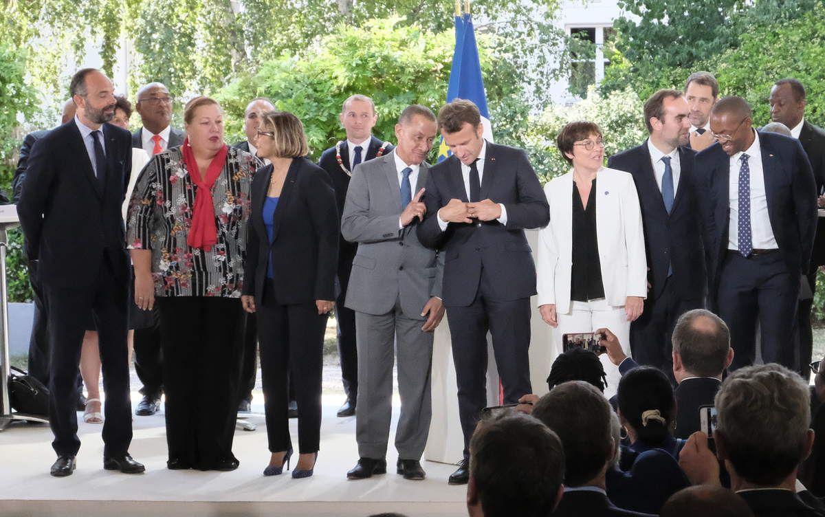 Une rumeur prêtait à Rodolphe Alexandre, ici en pleine discussion avec le président de la République, d'être le successeur d'Annick Girardin à Oudinot