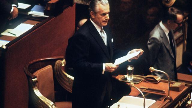 Les codes vestimentaires de la « volaille politique » : en 81 le président de l'assemblée nationale jeta la jaquette aux orties