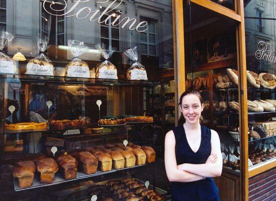 Cheffe d'entreprise à 18 ans, Apollonia Poilâne s'endormait dans un panier pour le pain transformé, par sa mère, en lit pour enfant : et si vous vous offriez une glace au pain torréfié…
