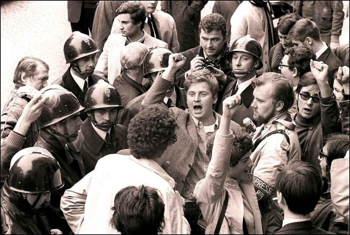 La résistible ascension de Benoît H Le soir du mardi 28 mai, coup de théâtre Cohn-Bendit, en dépit de l'interdiction qui lui a été notifiée de rentrer en France, réapparaissait à la Sorbonne. (20)