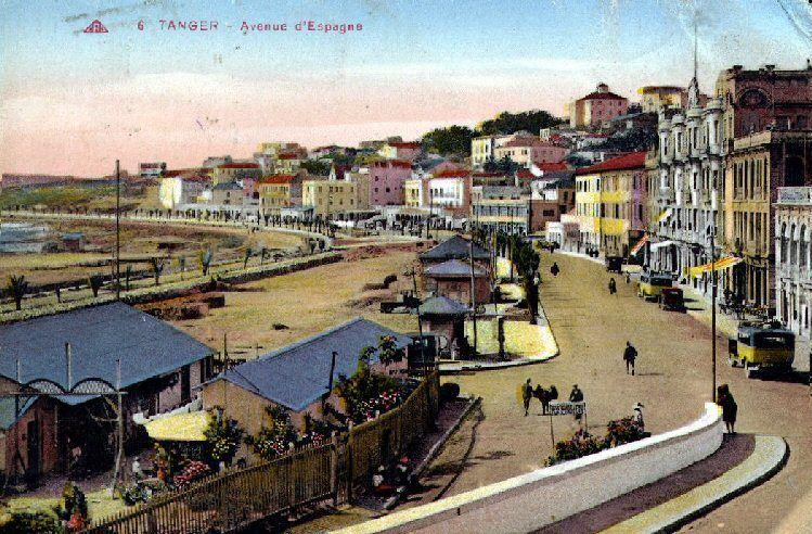 Tanger, à l'entrée du plus grand bordel méditerranéen le Trou Ben Charki les femmes, appelaient le passant : «Un coup pour une pipe de kif ! Un coup pour une pipe de kif !»