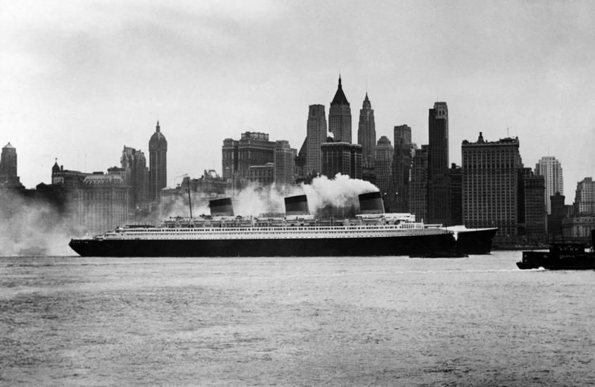Le Normandie à New York (© : SNTP / COLLECTION CHANTIERS DE L'ATLANTIQUE)