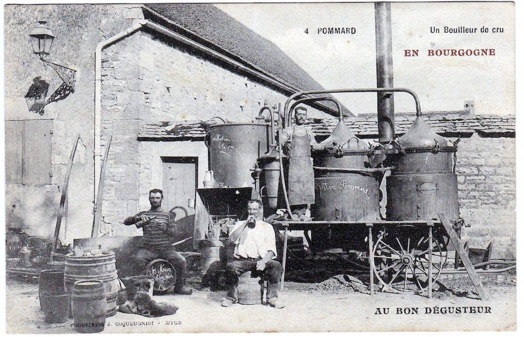 La canadienne du père Arsène bouilleur ambulant lorsqu'il distillait la goutte avec son alambic mobile