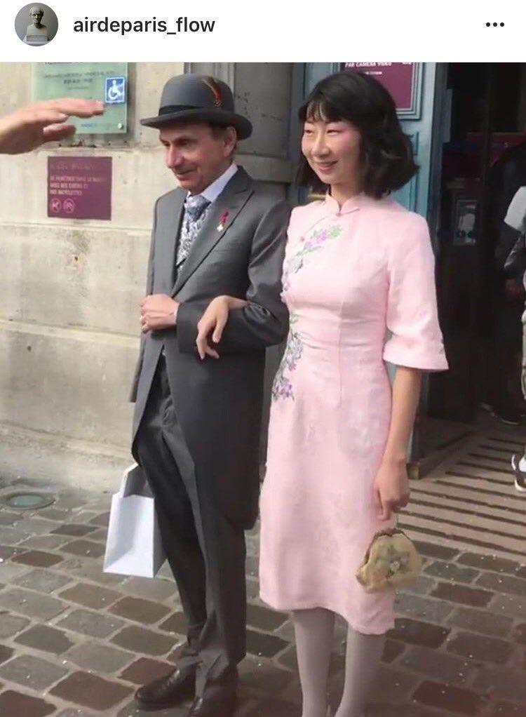 Houellebecq fait la passe de 3 à la mairie du XIIIe «N'ayez pas peur du bonheur, il n'existe pas»,