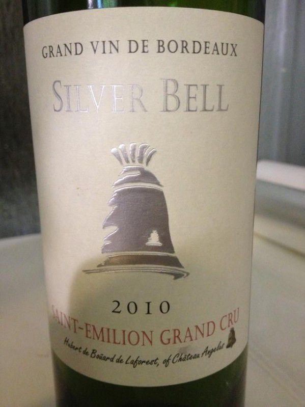 Toujours en avance Hubert de Boüard avec son Silver Bell St Émilion Grand cru 2010 les gabelous bordelais se réveillent enfin.