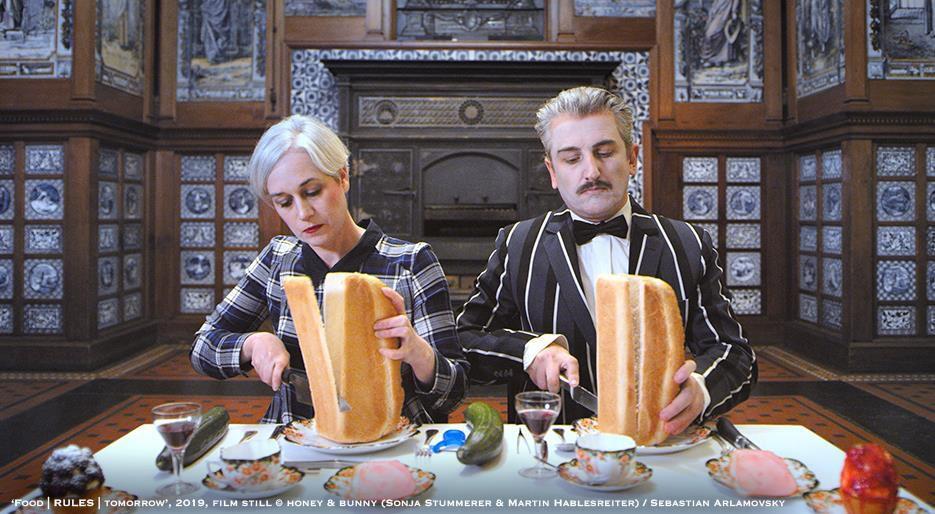 Pourquoi les pieds sentent-ils le fromage ? Au Victoria & Albert Museum de Londres vous aurez la réponse on va y exposer des fromages faits à partir de bactéries humaines…
