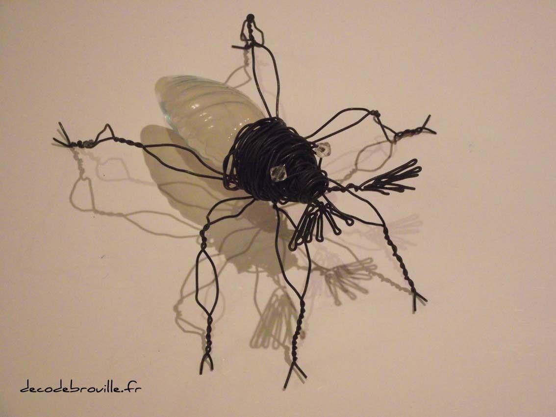 Des insectes en fil de fer