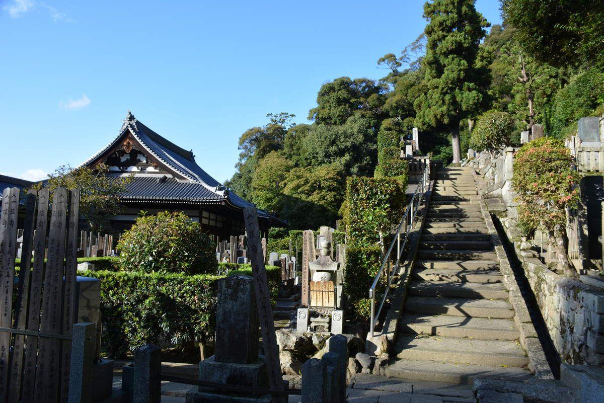 Kyoto -  Chion-in Sanmon - Cimetière - Photos: Lankaart (c)
