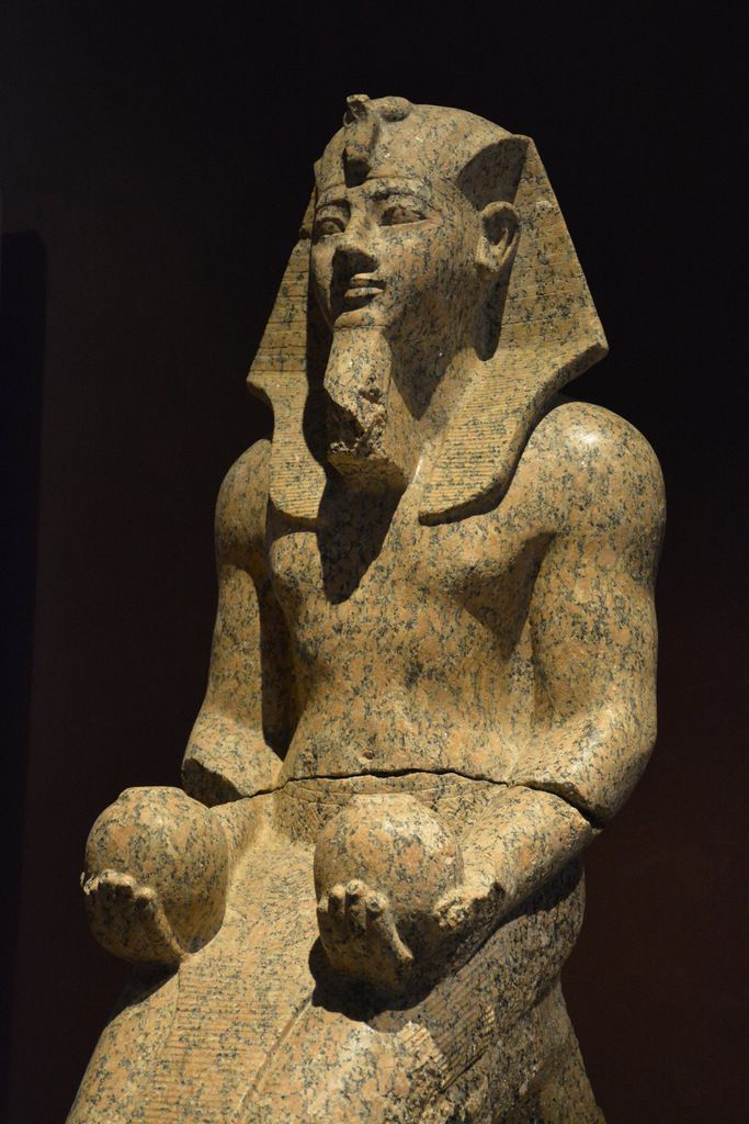 Statue d'Amenhotep II présentant les vases nou - Musée égyptien de Turin - Photos: Lankaart (c)
