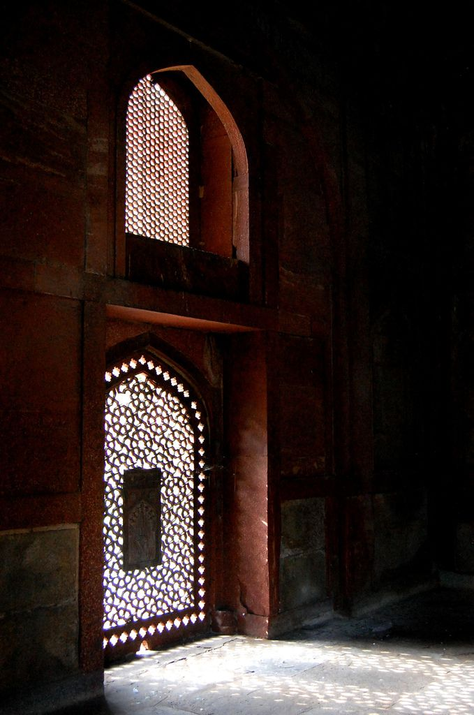 New-Delhi - Barber's Tomb - Nai – Ka – Gumbad - Photo: Lankaart (c)